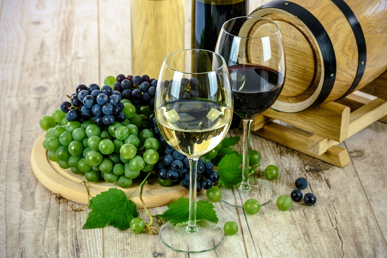 The ketogenic Diet and Wine, Can you drink wine during the keto diet? –  DietToSuccess